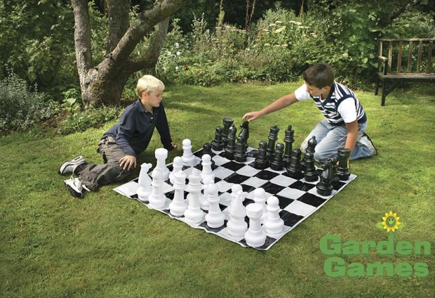 Garden Chess Set With 30cm Tall Pieces